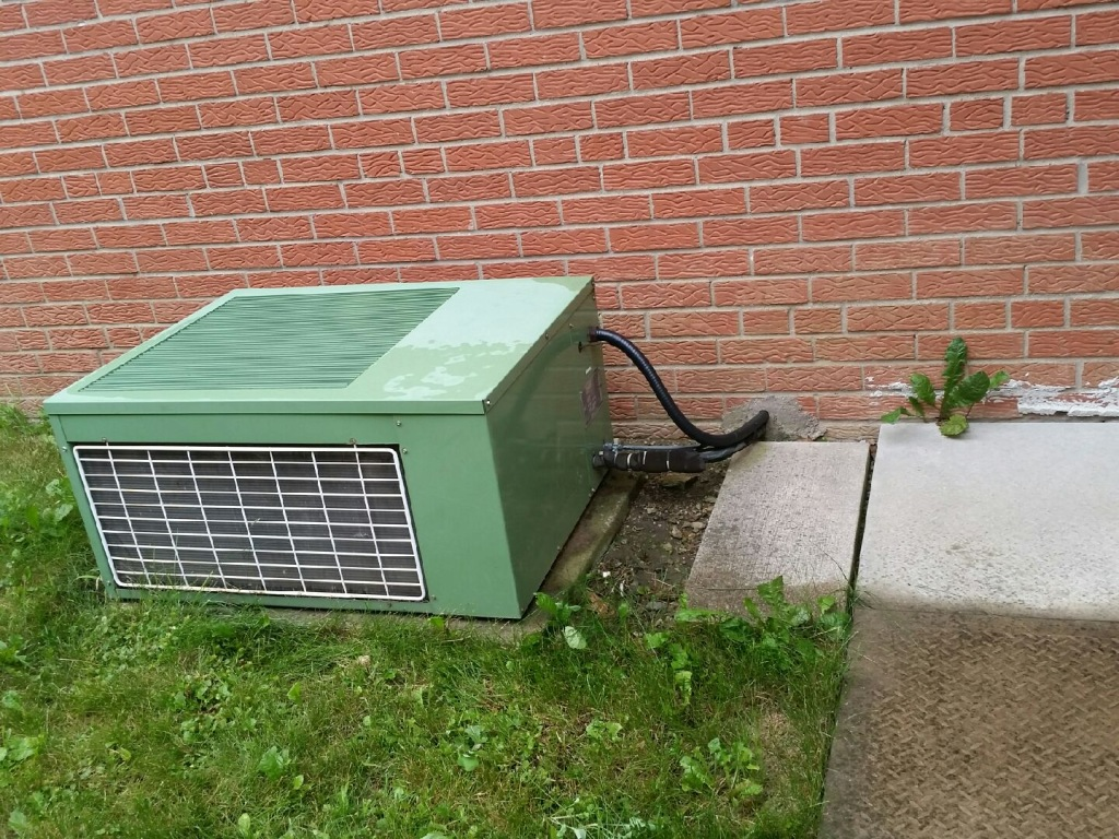 When Should You Call the Professionals for Air Conditioning Repair